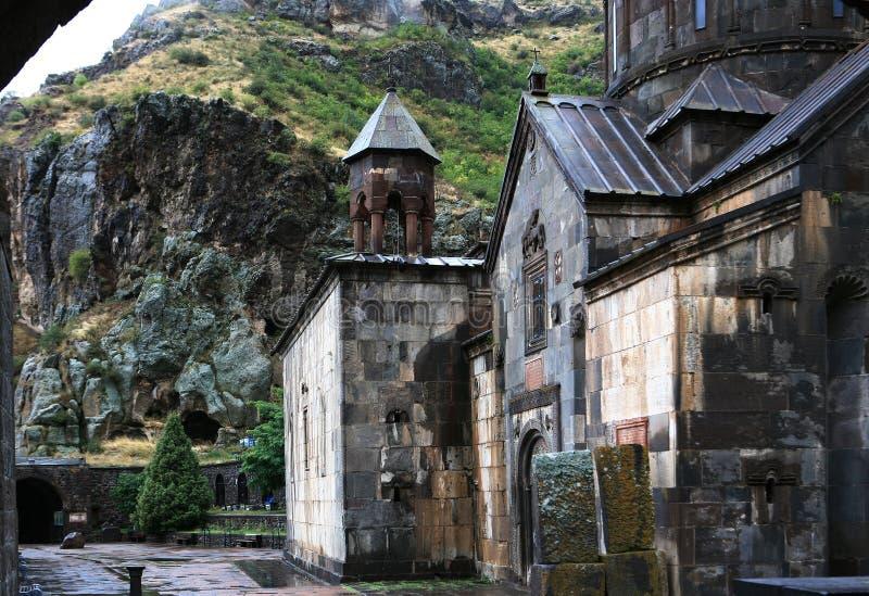 Armenia. Patio del monasterio de la cueva de Gegard imagen de archivo libre de regalías