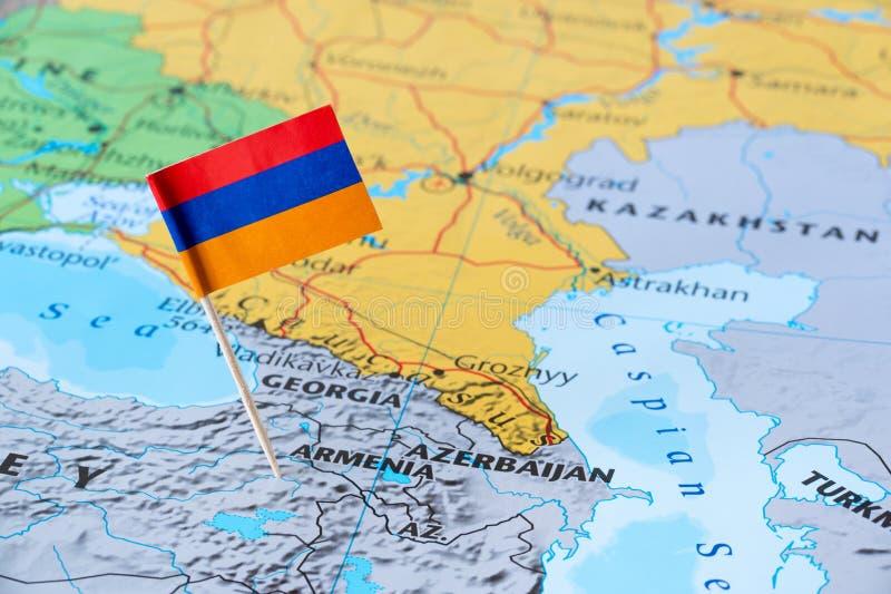Armenien översikt och flagpin royaltyfri bild
