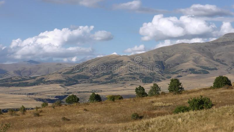 Armenien Autumn Colors i det Aragatsotn landskapet royaltyfria foton