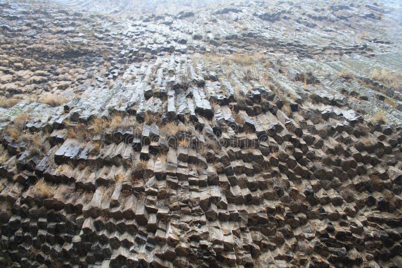 Armenien - Symphonie der Steine, geologische Felsformationsbasaltsäulen in der Schlucht nahe Garni lizenzfreies stockfoto
