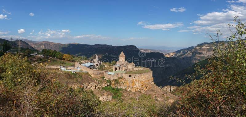 Armenien Tatev Kloster vor dem Hintergrund einer majestätischen Landschaft lizenzfreie stockfotografie