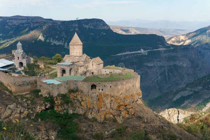 Armenien Tatev Kloster vor dem Hintergrund einer majestätischen Landschaft stockbild