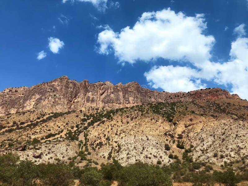 Armenische Ziegelstein-rote Klippen stockfoto