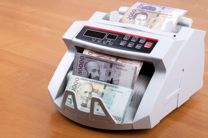 Armenischer Dram in einer Zählungsmaschine stockbild