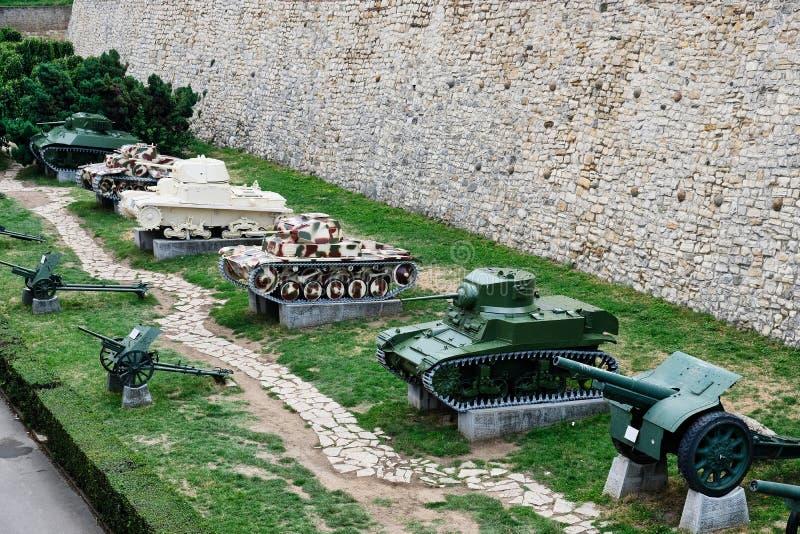 Armerade behållare, Belgrade militärt museum, Serbien royaltyfri bild