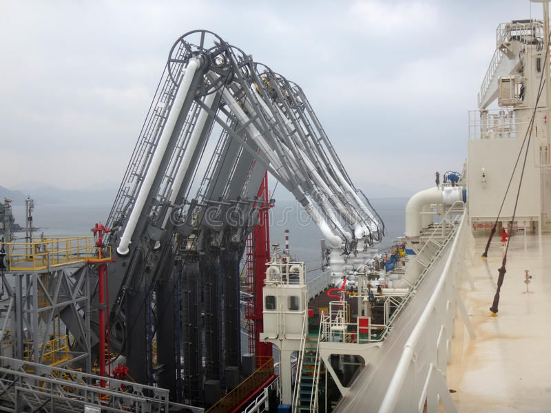 Armi di caricamento di LNG per il carico scarico/del carico LNG dell'autocisterna del gas naturale liquefatto immagini stock