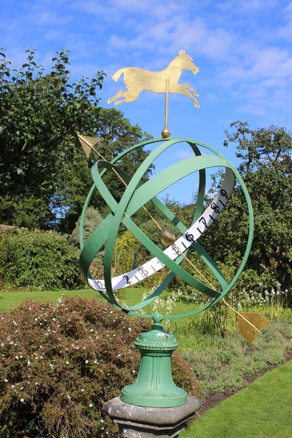 Armillary ηλιακό ρολόι, κήπος κουζινών στη Kellie Castle στοκ εικόνες με δικαίωμα ελεύθερης χρήσης