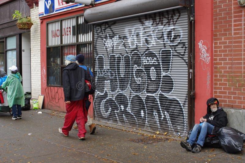 Armod längs den Hastings gatan i Vancouver arkivfoto