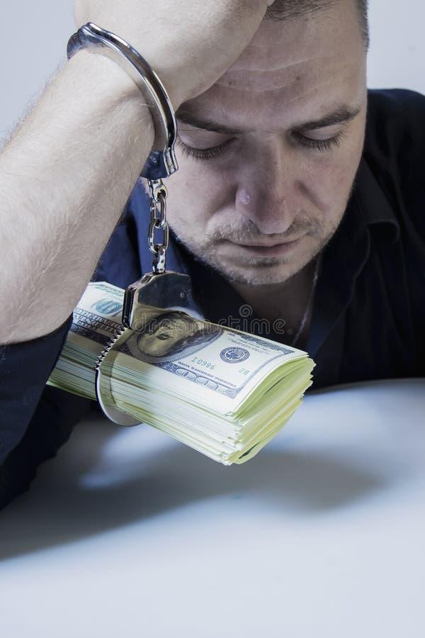 Armod och slav av pengarbegreppet Handen av den vuxna mannen binds till US dollar fotografering för bildbyråer