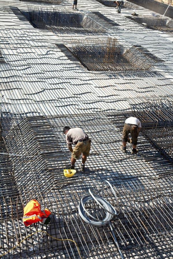 Armoring przy placem budowy stabilizować fundament robić fotografia stock