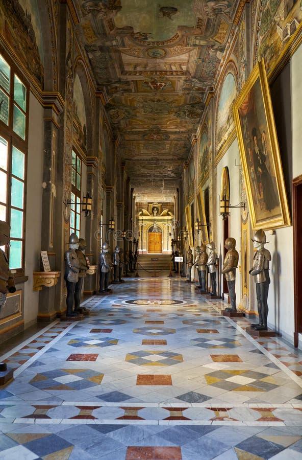 Armourykorridoren på det huvudsakliga golvet av Grandmaster`en s Pala royaltyfria foton