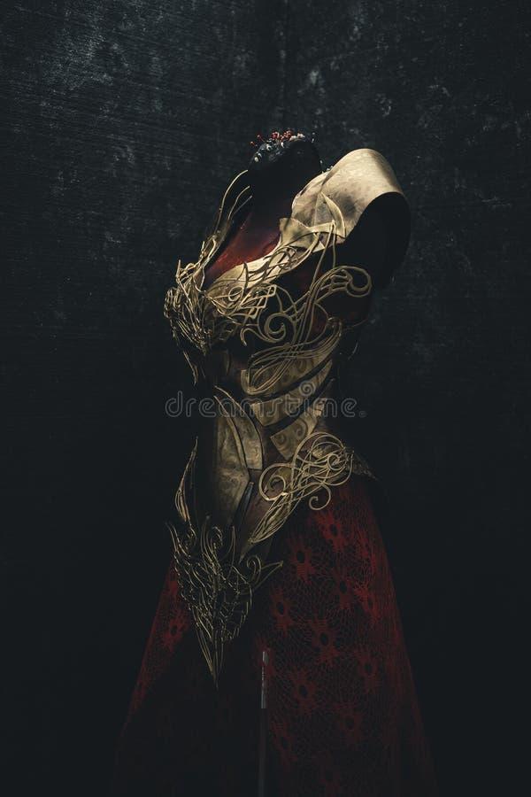 Armure d'or pour des femmes Porte des pièces en or et des tissus et f photo stock