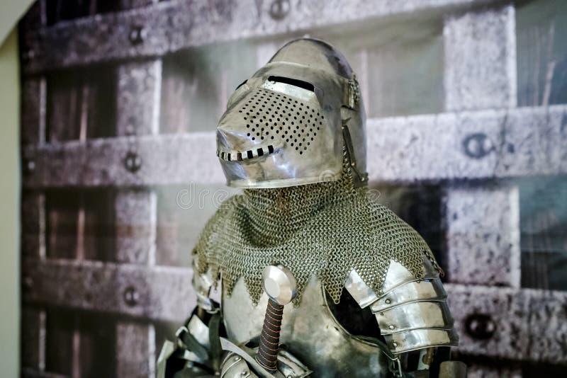 Armure du chevalier médiéval Protection en métal du soldat a photos stock