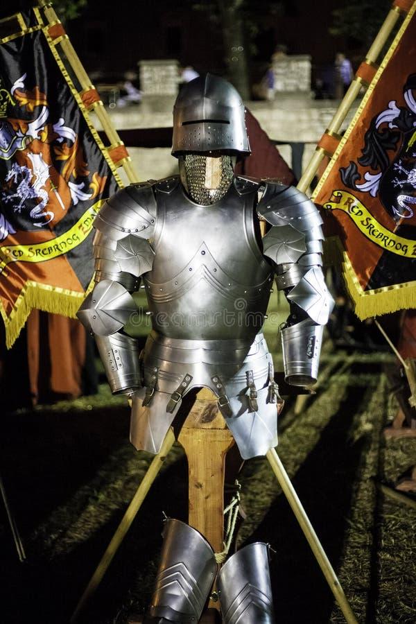 Armure médiévale sur un support photo stock