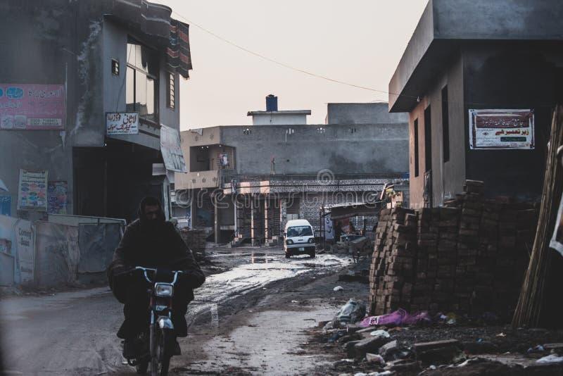 Armut mit einer Note des Motorenöls lizenzfreie stockfotografie