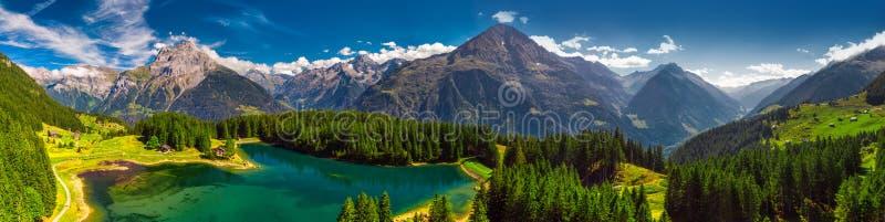 Arnisee z Szwajcarskimi Alps Arnisee jest rezerwuarem w kantonie Uri, Szwajcaria, Europa zdjęcia stock