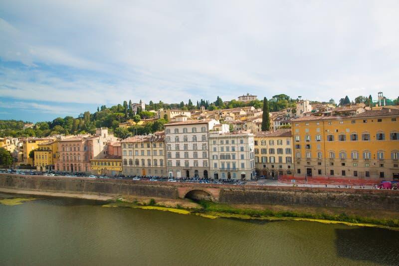 arno florence italy flod Härlig sikt till River Arno i F royaltyfria foton