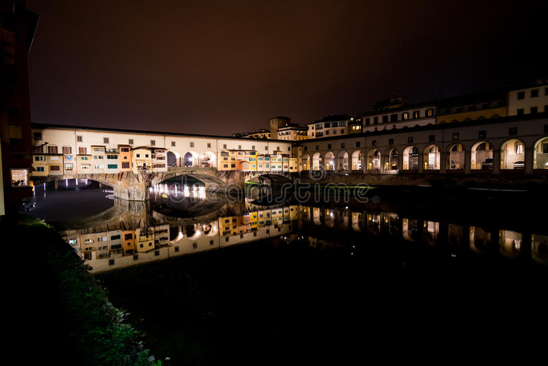 Arno på natten royaltyfria bilder