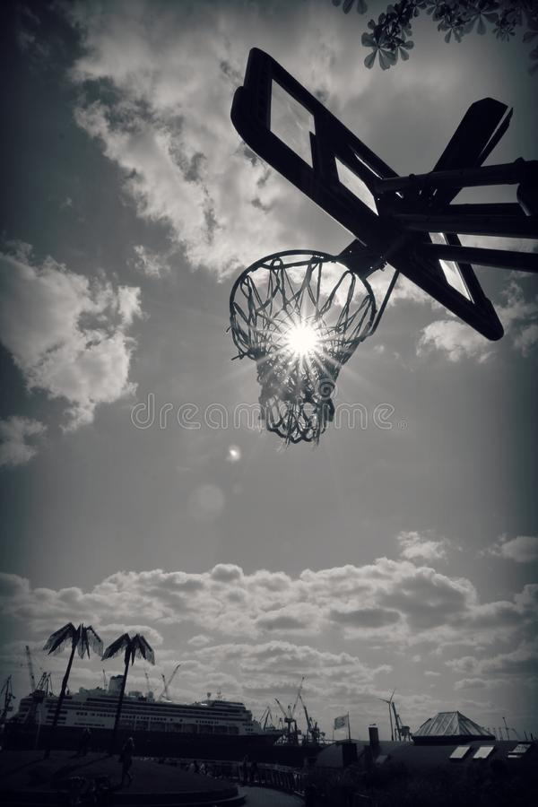 Aro de baloncesto en Hamburgo, Alemania imagenes de archivo