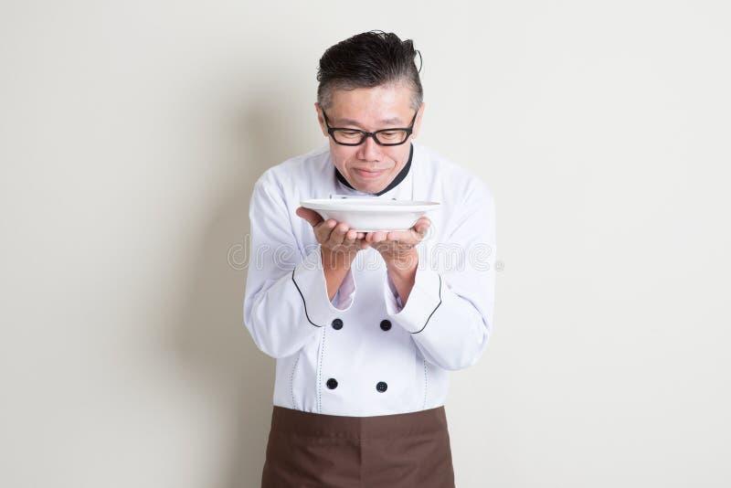 Aroma odorante del cuoco unico cinese asiatico maturo fotografia stock