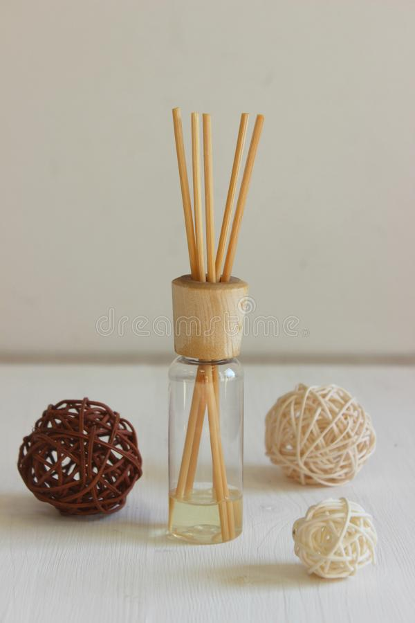 Aromastokken in de fles De therapievoorwerpen van het aroma stock foto