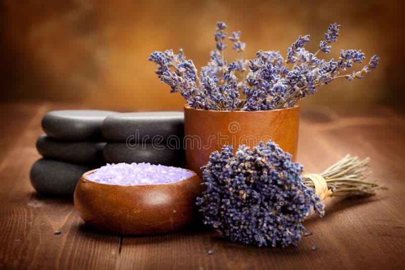 aromatherapy淡紫色温泉处理 免版税库存图片