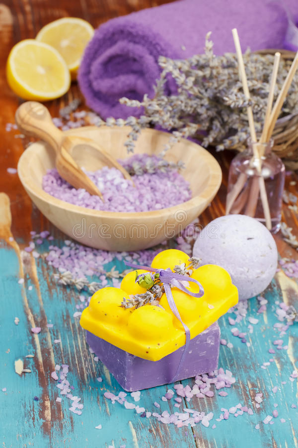 aromatherapy淡紫色柠檬 免版税库存图片