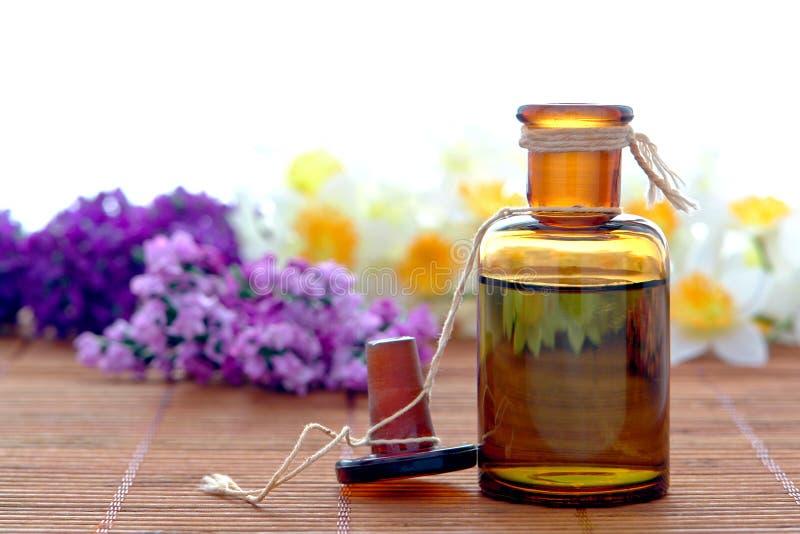 aromatherapy瓶精油温泉 免版税库存照片