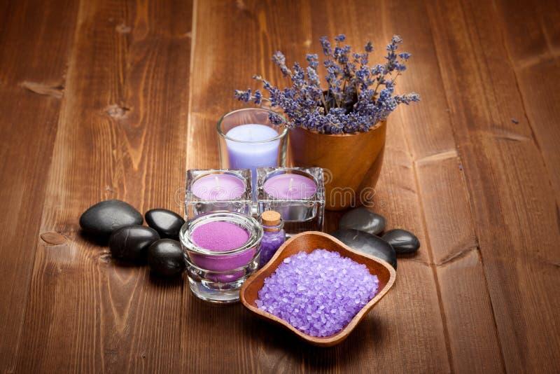 Download Aromatherapy лаванда стоковое изображение. изображение насчитывающей естественно - 18399511