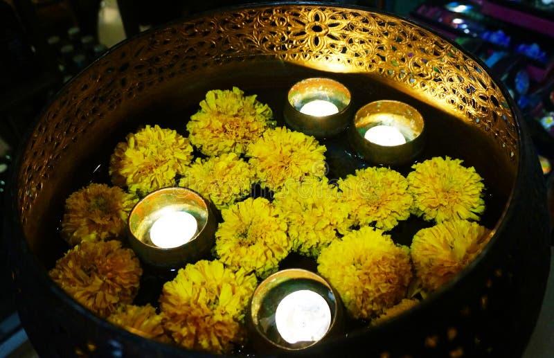 Aromatherapy - brandende kaars stock fotografie