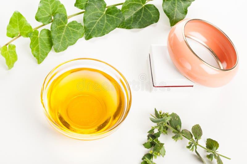 Aromatherapy bransoletka i olej fotografia stock