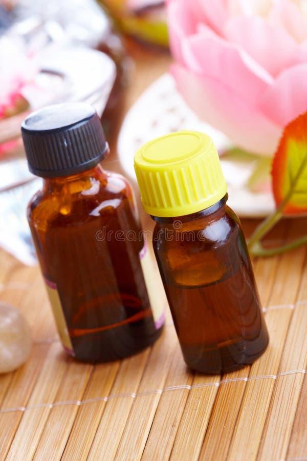 aromatherapy flaskolja royaltyfria bilder