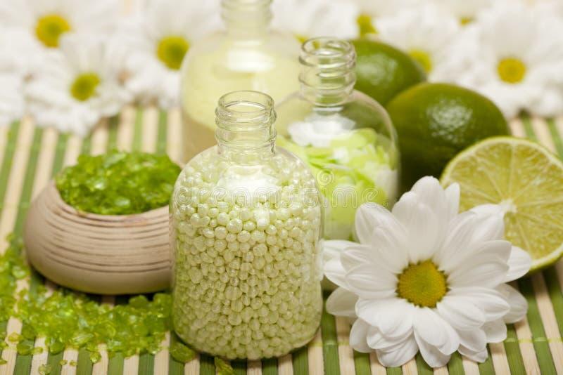 Aromatherapy - het zout van het kalkbad royalty-vrije stock foto's