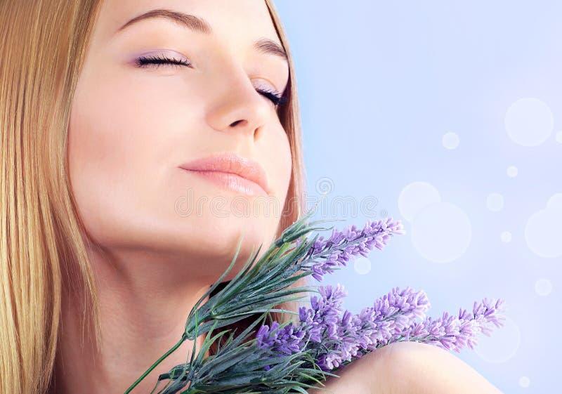Aromatherapy lavendelbrunnsort arkivfoto