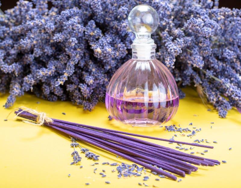 Aromatherapy sain naturel et parfum à la maison, lavande pourpre photos stock