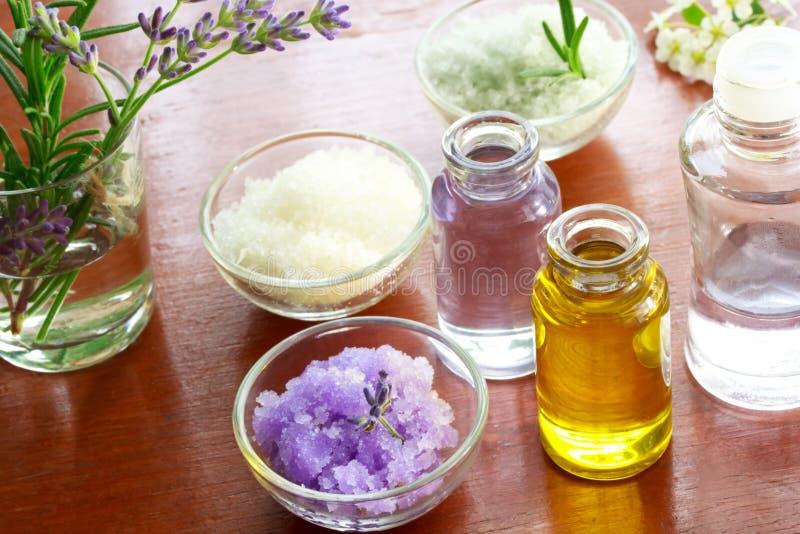 aromatherapy salt badolja arkivbild