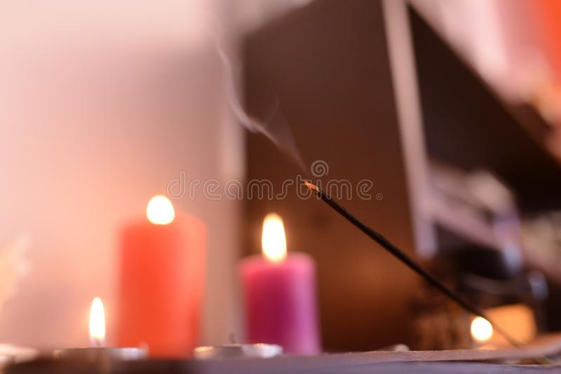 Aromatherapy, stearinljus och parfymerad godis royaltyfri foto