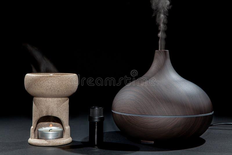 Aromatherapy Traditionell och modern olje- gasbrännare- och aromdiffus arkivbild