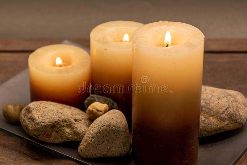aromatische Kerzen, zum in der Harmonie zu sein zu Hause lizenzfreies stockbild
