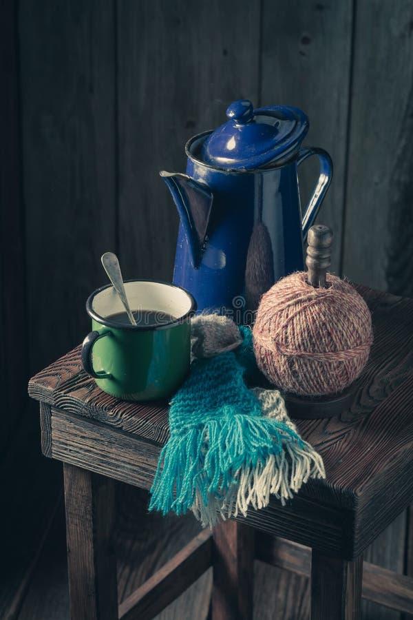 Aromatischer schwarzer Kaffee- und Weinlesekaffeetopf lizenzfreies stockfoto
