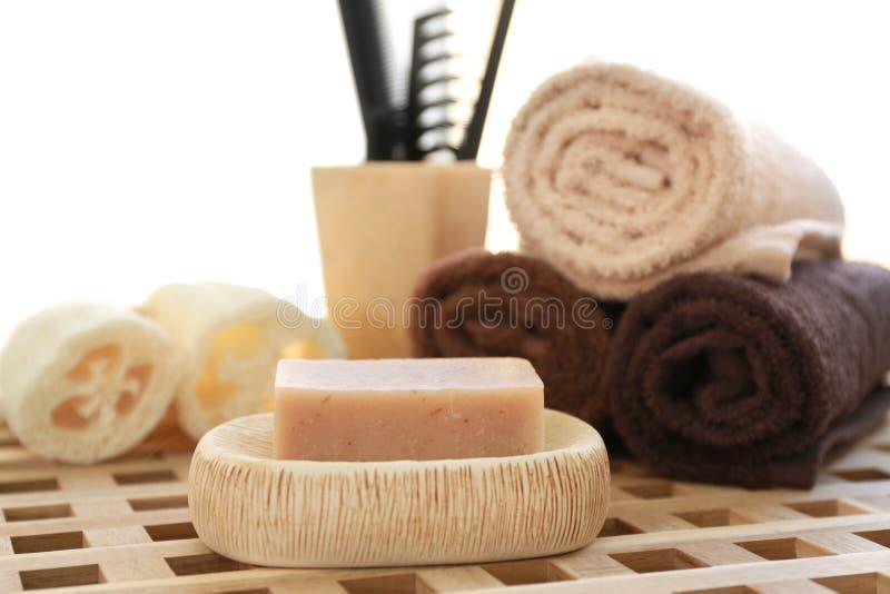 Aromatisk tvål- och badtillbehör arkivfoto