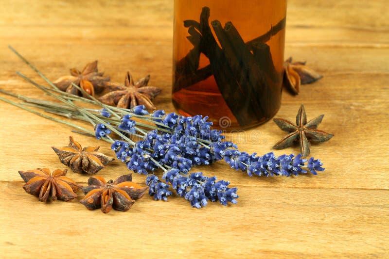 aromatiska kryddor arkivbild