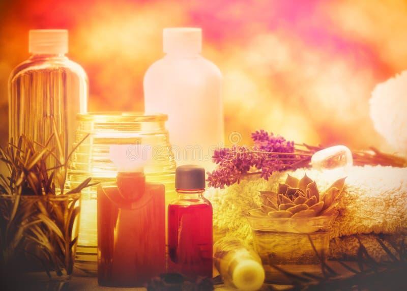 Aromatiska oljor och nödvändig olja - brunnsortbehandling royaltyfria bilder
