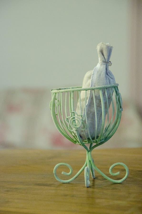 Aromatyczna torba z lavander na stole fotografia royalty free