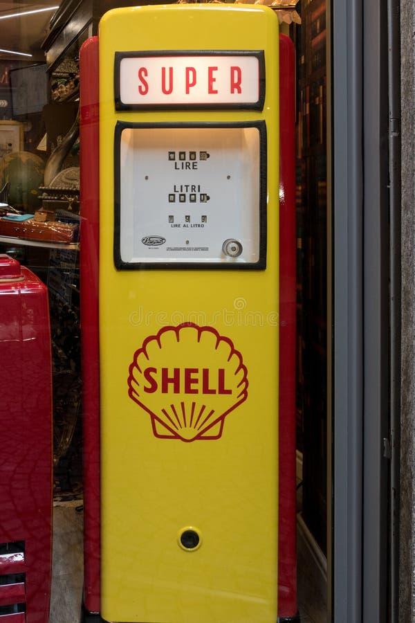 ARONA, ITALIA EUROPA - 17 SETTEMBRE: Replica di plastica di Shell fotografia stock