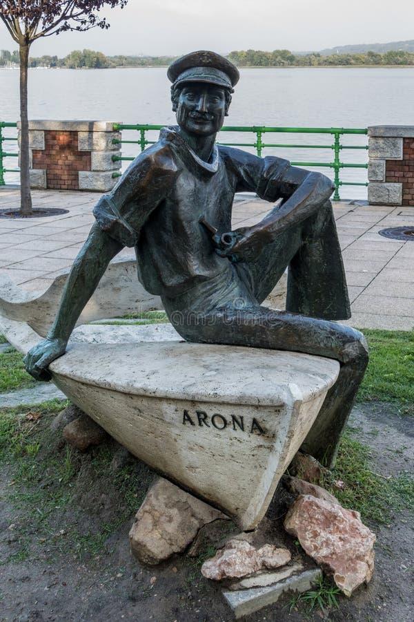 ARONA, ITALIA EUROPA - 17 SETTEMBRE: Statua di un marinaio a Arona fotografia stock libera da diritti