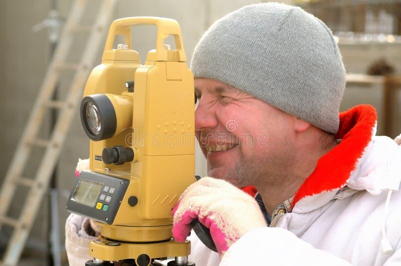 Arpenteur de cordon sur le chantier de construction photos libres de droits