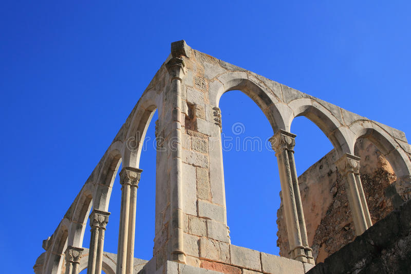 Arque la structure du monastère antique en Espagne image libre de droits