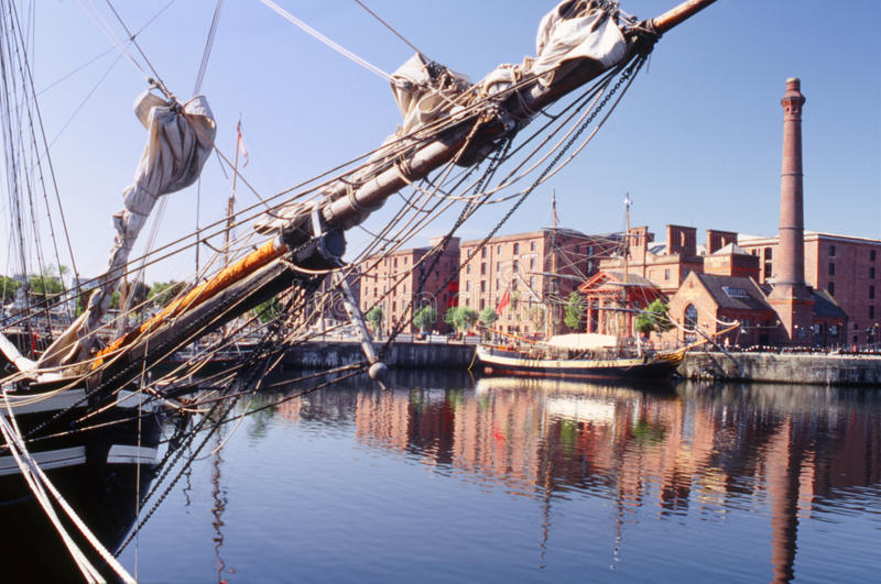 Arqueamiento alto de la nave, muelle de Albert, Liverpool foto de archivo libre de regalías