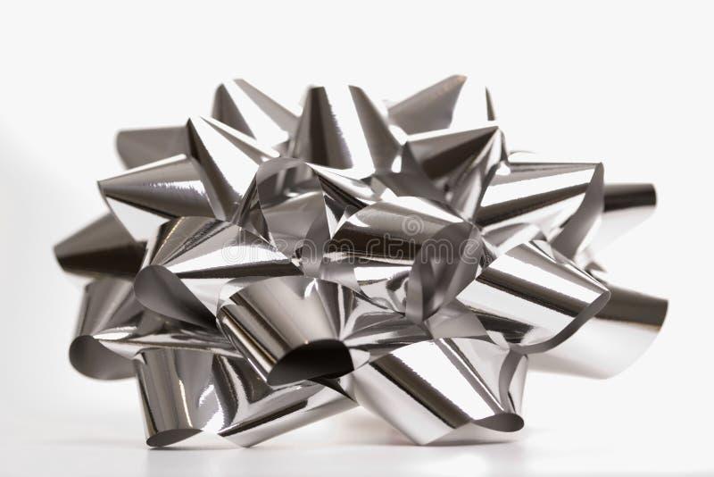 Arqueamiento de plata de la Navidad. imagenes de archivo